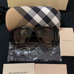 NWT Burberry brown tortoise shell sunglasses